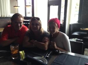 Jag, Nina och Chandler på restaurang Terilli's.