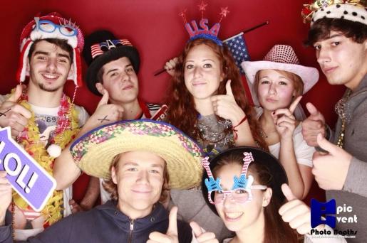 Några utbytesstudenter på och en amerikanare på Senior All Night Party. Från uppe till vänster: Vittorio (italien), Marcos (Spanien), Sofia (Spanien), Naike (Tyskland), Nick (USA). Från nere till vänster: Jag, Eva (Spanien).