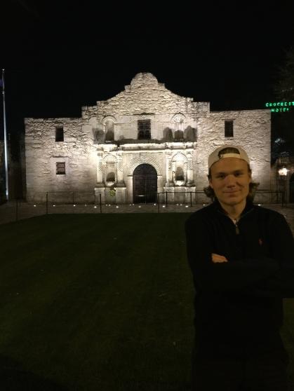 The Alamo upplyst