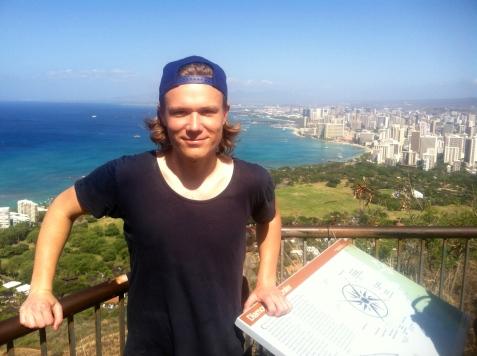 Uppe på Diamond Head med Honolulu i bakgrunden